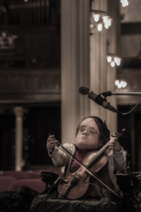 Gaelynn Lea (photo by William Hurst)